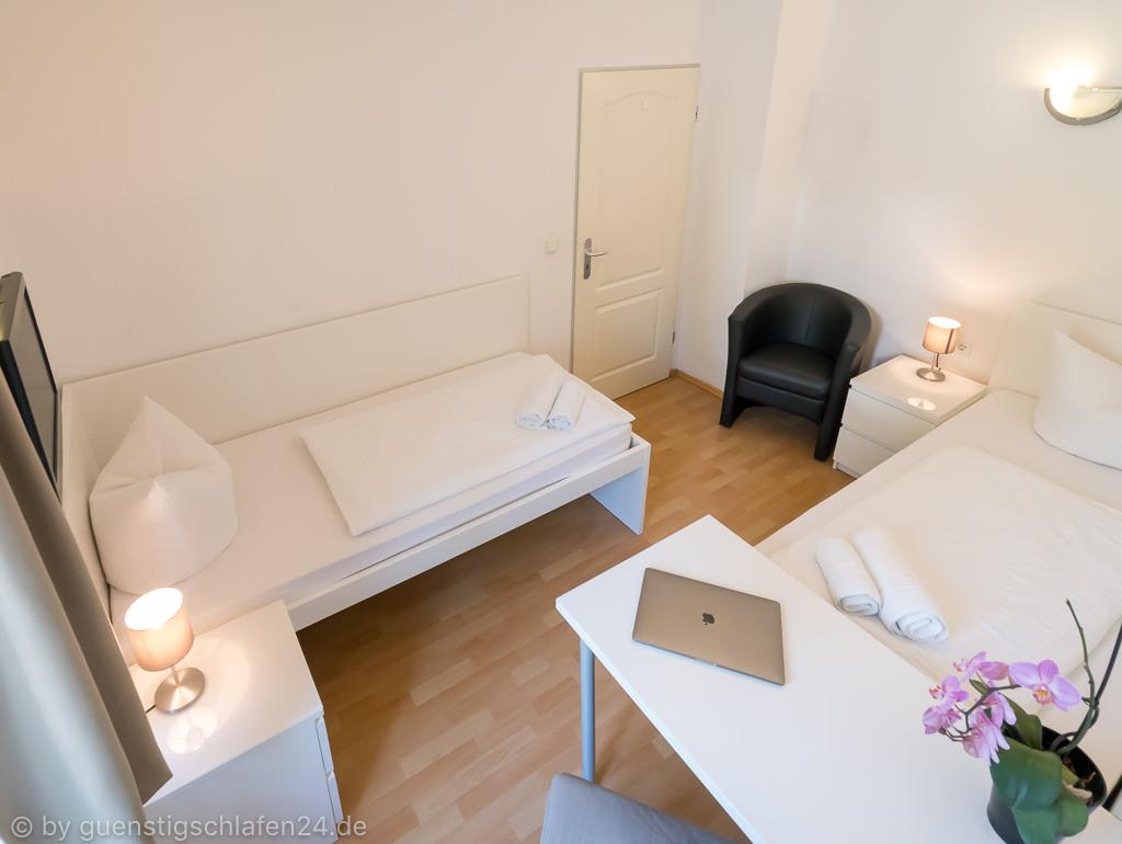 g nstige pension zimmer in m nchen obermenzing. Black Bedroom Furniture Sets. Home Design Ideas